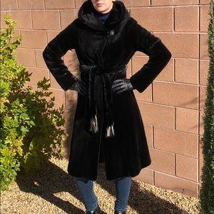 Jackets & Blazers - ♠️💯Mink fur coat size 4